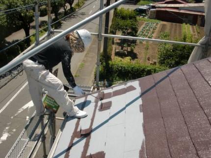 大屋根上塗り1回目施工中