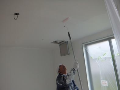 事務所の天井と壁のガイナ塗装中