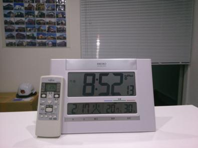 室内温度は20.7度です。弊社は13畳程の小さな事務所ですが、エアコンは敢えて6畳用を付けています。