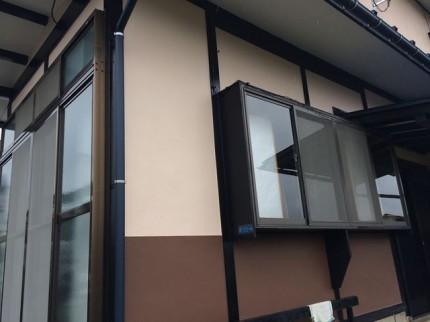 ハイドロテクトで塗り替え後: 漆喰は一度剥がしモルタルで成形し直してから塗装しています。