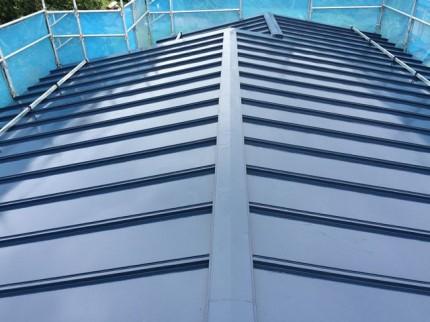 屋根塗り替え後:キチンとケレンしてエポキシ錆止めを下塗り後ユメロックルーフという弊社一番の勧めの塗料で仕上げました。